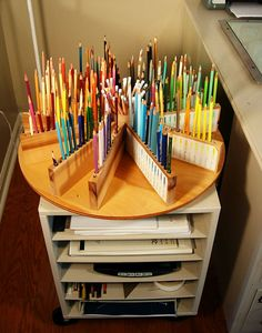 Lazy Susan for pencils in your studio - I would use the lazy susan for paints and paint brushes. LOVE IT