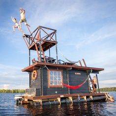 Saunalautta is a floating sauna houseboat that is now available for rent in Finland. Built out of recycled wood, the raft features a bedroom with four bunks, and a hot Pontoon Houseboat, Houseboat Living, Pontoon Boat, Houseboat Rentals, Saunas, Glamping, Canoa Kayak, Adventure Hotel, Shanty Boat