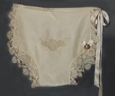 Boué Soeurs hand-embroidered silk panties, c.1925. Made from champagne colored silk crepe de chine with matching filet lace borders. The front is embellished with a hand-embroidered organdy floral insert. Open on one side, the panties close at the waist with silk ribbon ties. Vintage Corset, Vintage Underwear, Vintage Lingerie, Lace Embroidery, Embroidered Silk, Vintage Wardrobe, Vintage Outfits, Romantic Outfit, Romantic Clothing