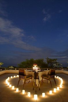 """Unknown Where! """"Dinner Under the Sky, so Romantic"""" dinner decoration Candlelight Dinners. Romantic Home Dates, Romantic Date Night Ideas, Romantic Places, Romantic Homes, Beautiful Places, Romantic Evening, Romantic Dinner Setting, Romantic Picnics, Romantic Dinners"""