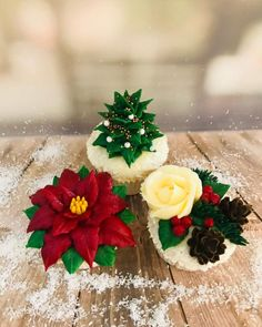 Hand piped vanilla buttercream cupcakes ideal for Christmas festivities with family and friends Christmas Cupcakes Decoration, Christmas Cake Pops, Holiday Cupcakes, Christmas Sweets, Christmas Baking, Christmas Cookies, Buttercream Cupcakes, Buttercream Flowers, Cupcake Cakes
