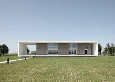 Einstöckiges Haus im minimalistischen Stil