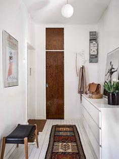 scandinavian interior design Ikea Malm, Scandinavian Interior Design, Oversized Mirror, Furniture, Hallways, Home Decor, Film, Dresser, Dekoration