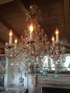 Paris Flea Market - Wonderful vintage treasures for your home Chandelier Bougie, Chandeliers, Chandelier Lighting, Italian Chandelier, Antique Chandelier, Light Fittings, Light Fixtures, Light Em Up, Paris Flea Markets