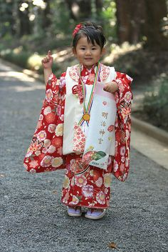Adorable little geisha! Precious Children, Beautiful Children, Beautiful People, Young Children, Kids Around The World, We Are The World, Geisha, Asian Fashion, Kids Fashion