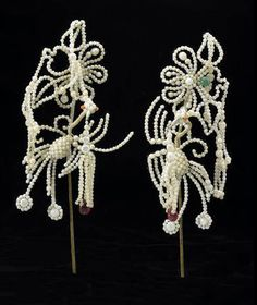 2 HAIRPINS MADE OF IMITATION PEARL (GLASS) FIGURES OF BIRDS. Identified as a pair of white phoenix hair ornaments, China