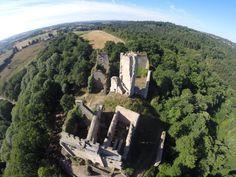 Vue aérienne : Châlucet-haut et son château