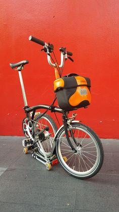 Orange Black Brompton with orange black mini o bag O Bag, Brompton, Motorcycle, Orange, Mini, Vehicles, Black, Black People, Biking