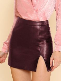 To find out about the Split Front Faux Leather Skirt at SHEIN, part of our latest Skirts ready to shop online today! Black Leather Skirts, Faux Leather Skirt, Lambskin Leather, Top Y Pollera, Simple Summer Outfits, Boho Fashion, Womens Fashion, Teen Fashion, High Fashion