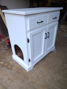 Upgraded Thrift Store Cabinet Cleverly Hides Cat's Litter Box - Home Improvement Hiding Cat Litter Box, Hidden Litter Boxes, Cat Litter Boxes, Diy Litter Box Cover, Cat Litter Cabinet, Cat Boxes, Litter Box Enclosure, Cat Liter, Liter Box