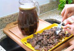 Receita de Carne Louca que desmancha na boca e é um verdadeiro coringa na cozinha. É feita com músculo bovino uma carne magra e barata!