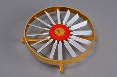 Sigurd Bronger -Norway, Fan Brooch, 2009, gold-plated brass, steel, enamel paint, 80 x 25 mm