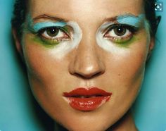Kate Moss by Mario Testino. Catch the Kate Moss online exhibition by launching today in two parts. Gianni Versace, Donatella Versace, Famous Portrait Photographers, Famous Portraits, Celebrity Portraits, Mario Testino, Kate Moss, Naomi Campbell, Pop Art