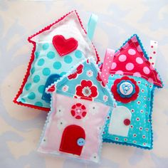 Stuffed fabric houses in aqua and red. Some have painted buttons! Sewing Projects For Kids, Sewing For Kids, Sewing Crafts, Crafts For Kids, Arts And Crafts, House Quilts, Fabric Houses, Felt Fabric, Fabric Scraps