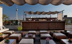 Ein Drink auf der Dachterrasse des AMANO Hotels. Mit super Blick auf die Stadt!