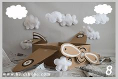 Awesome prop for a little boys bday photo shoot, cardboard box airplane photo prop tutorial Mais Airplane Photography, Photography Props, Children Photography, Newborn Photography, Baby Kalender, Airplane Party, Foto Baby, Diy Photo, Photo Ideas