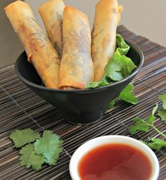 These Thai spring rolls are easy to cook and make you look like a chef. Golden color and full of crunch, they can be made with meat or vegetarian.
