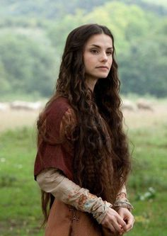 This is how I see Lyanna Stark.Misc/Archived/Old Shows - World Without End - Cast Promotional Photos - Charlotte Riley as Caris 02 Female Character Inspiration, Story Inspiration, Hair Inspiration, Charlotte Riley, Old Shows, Medieval Fantasy, Medieval Hair, Medieval Times, Medieval Castle
