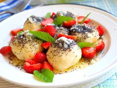 Poppy noodles with cottage cheese recipe - Eat Recipes Caprese Salad, Fruit Salad, Cottage Cheese Recipes, Acai Bowl, Noodles, Poppies, French Toast, Protein, Cream