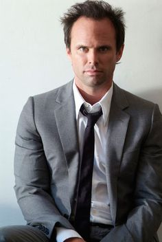 Walton Goggins ... FABULOUS actor (and a very cool person in real life, by all accounts!).