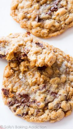 Chocolate Chunk Oatmeal Cookies, chewy, and loaded with dark chocolate! These oatmeal cookies are a favorite Best Oatmeal Cookies, Oatmeal Chocolate Chip Cookies, Oatmeal Cake, Baking Chocolate, Raisin Cookies, Chocolate Ganache, Chocolate Chips, Just Desserts, Delicious Desserts