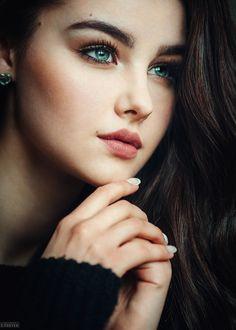 Beautiful look by Sarfaraz Shah Artist Beautiful Girl Image, Gorgeous Eyes, Beautiful Women, Gorgeous Hair, Girl Face, Woman Face, Beauté Blonde, Portrait Photography Tips, Female Character Inspiration