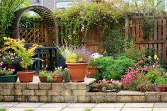 35 Incredible Garden Design Ideas of All Styles - Garden Lovers Club Unique Gardens, Small Gardens, Beautiful Gardens, Next Garden, Garden Art, Garden Plants Vegetable, Pergola, Little Gardens, Starting A Garden