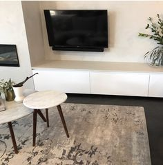Like style of these low line cabinets The Block 2017 Ronnie and Georgia's cabinetry. Supplied by Cabinetmakers Choice. StyleLite by DesignerForm Australia. Living Room Colors, New Living Room, Living Spaces, The Block Australia, Australia Living, Interior Design Living Room Warm, Living Room Designs, Furniture Layout, Furniture Decor