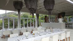 White Pearl Resort, Ponta Mamoli, Moçambique | Viaje Comigo - Part 2 Maputo, Table Decorations, Furniture, Home Decor, Fried Zucchini, Beach Style Dusters, Seafood Dishes, Massage Room, Restaurant