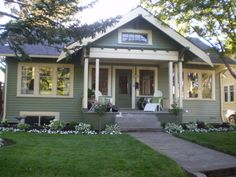 Cozy Cottage!, Built in 1915 in a wonderful neighborhood 2 blocks from fun shops and restraunts in Portland Oregon!, Home Exterior Design