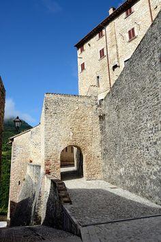 Vallo di Nera - Porta medievale