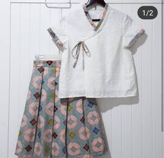 Setelan Batik Fashion, Skirt Fashion, Fashion Dresses, Blouse Batik, Batik Dress, Girls Clothes Shops, Clothes For Women, Dress Batik Kombinasi, Batik Kebaya