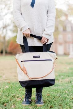 Waterproof weekender travel tote from Logan and Lenora for the perfect British honeymoon bag Honeymoon Style, Honeymoon Vacations, Travel Tote, Travel Packing, Weekender, Museum Tickets, England Winter, Christmas Destinations, Viajes