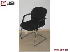 Silla de segunda mano, marca Wilkhan, forma ergonómica, estructura metálica color gris, sistema de balancín, brazos y tapizada en tela negra. PVP: 45€.