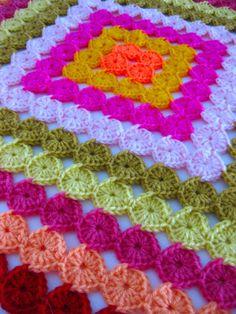 Una colcha a #crochet hecha de circulitos! Divina y fácil :)