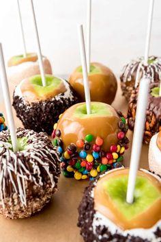 Carmel Apples Homemade, Carmel Apple Recipe, Caramel Recipes, Apple Recipes, Carmel For Apples, Hot Chocolate Gifts, Chocolate Apples, Halloween Candy Apples, Halloween Sweets