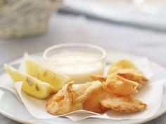 Frittierte Sellerie-und Karottenblätter dazu Buttermilchdip ist ein Rezept mit frischen Zutaten aus der Kategorie Dips. Probieren Sie dieses und weitere Rezepte von EAT SMARTER!