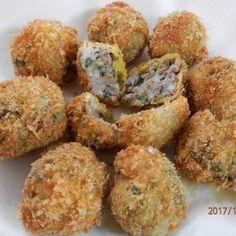 里芋の粘り気が美味しい具沢山コロッケ☆里芋はレンジ加熱で時短になり、お弁当にも大人気です♪