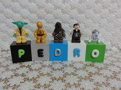 Cubos Lego Star Wars - PEDRO Cubos em madeira (mdf), pintados, envernizados e decorados com letras e personagens modelados em biscuit.