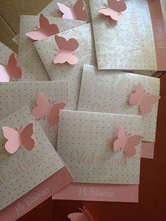 Inspirate con esta preciosa tarjeta para el bautizo de tu bebe. #bautizo #invitación Baby Shower, Girl Shower, Baptism Invitations, Wedding Invitations, Birthday Invitations, Butterfly Party, Butterfly Birthday, Baby Christening, Baby Party