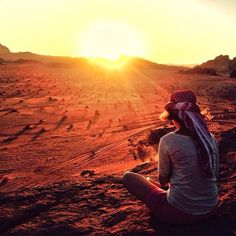 Look at the beautiful #sunset we enjoyed at the Wadi Rum desert in #Jordan! Such a magical moment! #GoJordan #ShareYourJordan 10 Cosas que hacer en Jordania (y por qué no puedes perdértelas) http://www.mindfultravelbysara.com/2015/07/cosas-que-hacer-en-jordania.html