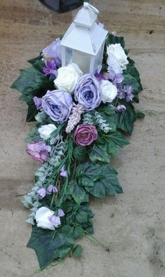 Sympathy Flowers, Funeral Flowers, Center Table, Topiary, Ikebana, Flower Arrangements, Diy And Crafts, Floral Design, Floral Wreath