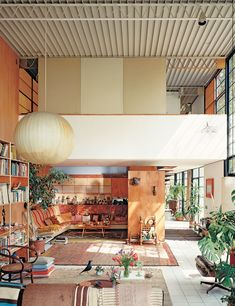 his room! In 1947 designer George Nelson first fashioned a steel-and-plastic light fixture for his own modest office to avoid paying a Modern Interior Design, Interior And Exterior, Contemporary Design, Nelson Bubble Lamp, George Nelson, Mid Century House, Architectural Digest, Interior Inspiration, Home Deco