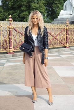 "we are here to talk about Culottes Outfit. So checkout Classy Culottes Outfit Ideas For Women"" Mode Outfits, Fall Outfits, Casual Outfits, Fashion Outfits, Womens Fashion, Fashion Tips, Fashion Trends, Fashion Shoes, Fashion Ideas"