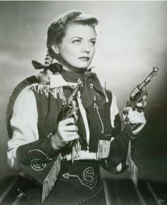 Gail Davis as a two-gun Annie Oakley in the 1950s television show (via miss-california-cowgirl-deactiv)