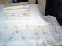 NGUYEN HOANG - Hand embroidered bed linen