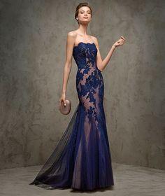 Un vestido muy sexyde estilo sirena sin mangas,con escote bañera y encaje por todo el cuerpo.