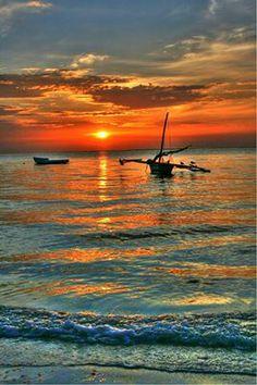A volte vale la pena svegliarsi presto... #alba #Mombasa #Kenya  Voyager Beach Resort, Heritage Hotels (photo credit: Chris Franklin)