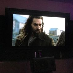 new-photos-and-bts-footage-of-jason-momoas-aquaman-in-justice-league6