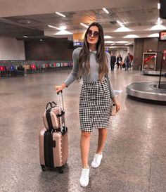 De volta pra minha terrinha em grande estilo com meu aerolook e tênis Winter Mode Outfits, Winter Fashion Outfits, Modest Fashion, Look Fashion, Fall Outfits, Apostolic Fashion, Summer Outfits, Skirt Outfits Modest, Pencil Skirt Outfits